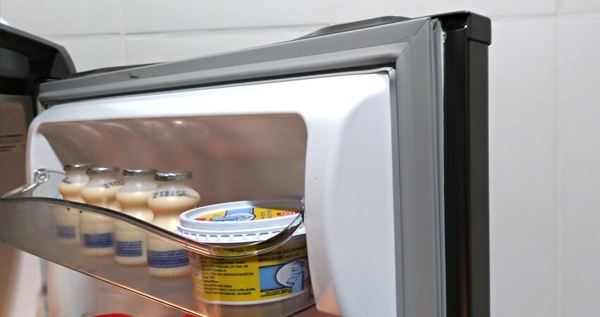 removendo sujeiras leves borracha geladeira