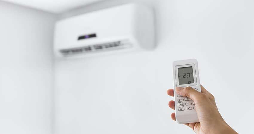 Ar condicionado inverter gasta mais energia quando tem mais gente no mesmo ambiente?